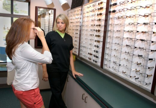 how to become an optician in bc